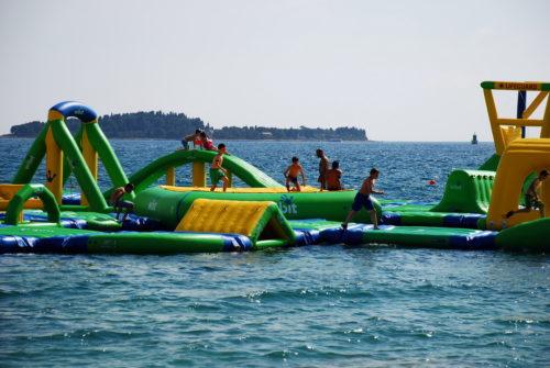 Aquapark na plaži Bi Val