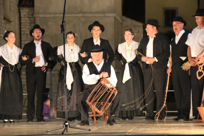 Display of songs, dances and customs of the Istrian Italian community